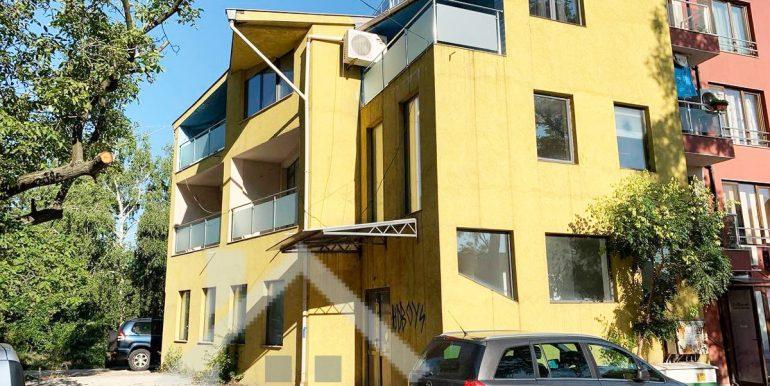 триетажна къща в сухата река Изключително подходящо за офис сграда или скромно производство