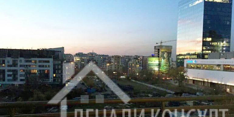 мезонет зад МОЛ България