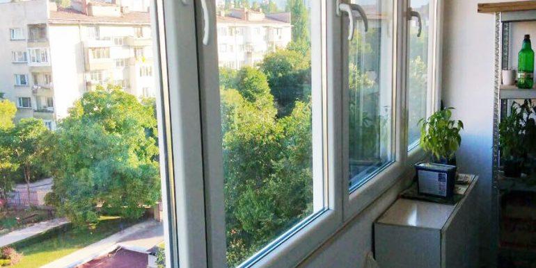 Двустаен апартамент в Сердика дограма прозорец