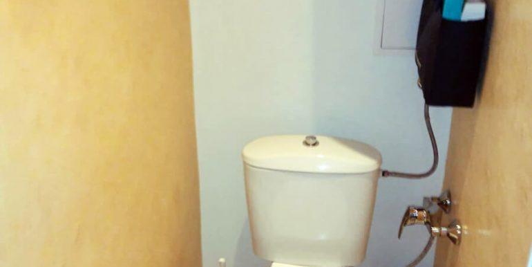 тоалетна  Двустаен апартамент в Хаджи Димитър