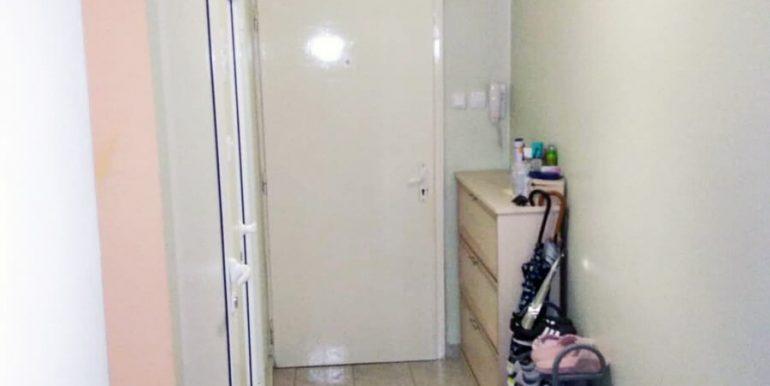 антре  Двустаен апартамент в Хаджи Димитър
